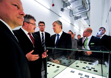 Jen-Men: Jenoptik's managing director Dr. Juergen Sebastian and Chairman Dr. Michael Mertin (left).