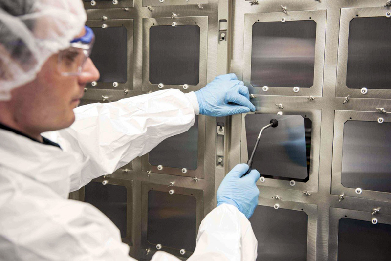 Oxford PV's perovskite-silicon solar cell achieved a 27.3% conversion efficiency.