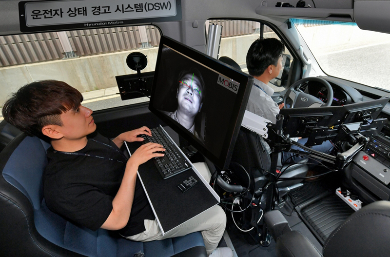 Both recognizes a driver's face and tracks eye movements.
