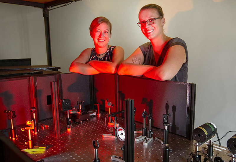 Power up: FSU researchers Sarah Wieghold and Assistant Professor Lea Nienhaus.