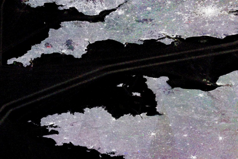 Sentinel-1 image of ship tracks in the English Channel.