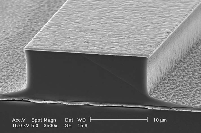 SEM image of the terahertz quantum cascade laser device.