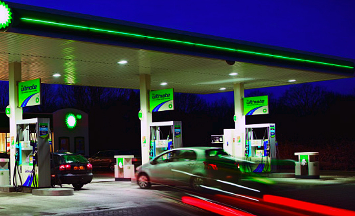 LED-ed fuel: Both Shell and BP are retrofitting their petrol stations with LED-powered canopy luminaires.