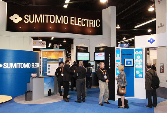 Sumitomo Electric presented its 100G EDR active optical cable (AOC).