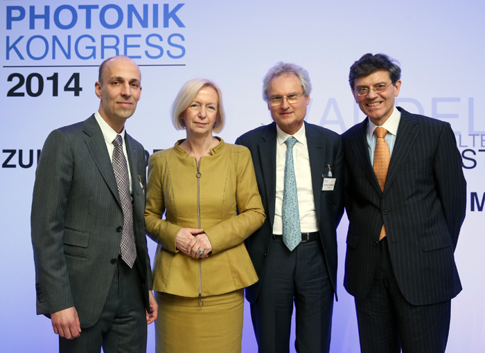 Industrialists and politicians mingled at Photonics Congress 2014 in Berlin.