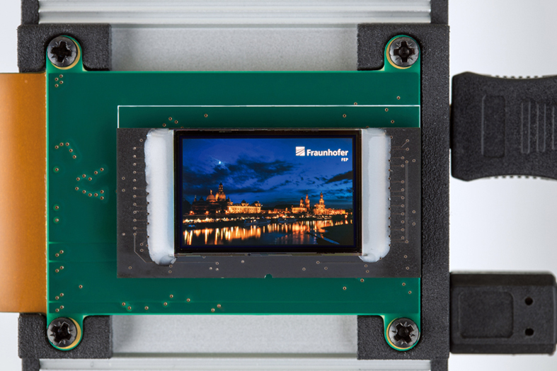 The new OLED microdisplay has a resolution of 1920x1200 pixels.