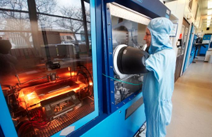 III-V Lab has developed an integrated hybrid Si-transmitter using wafer bonding..