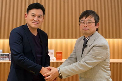 Rakuten CEO Hiroshi Mikitani and Dr. Hisataka Kobayashi, senior investigator at NIH.