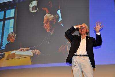 Prof Gérard Mourou takes questions.
