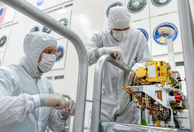 NASA engineers install the SuperCam instrument on Mars 2020's rover.
