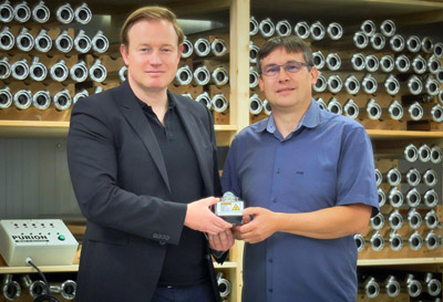 Brewers coup: Purion's Wipprich and Fraunhofer's Westerhoff with UV-C LED unit.