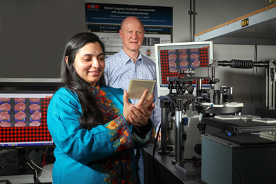 Debdatta Ray and Olivier Martin in the Nanophotonics and Metrology Laboratory.