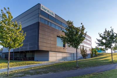 A Lantek está sediada em Vitoria-Gasteiz, Espanha.