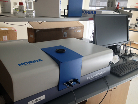 Rice Lab: DNA scan signal is analysed by a Horiba FluoroMax-4 spectrofluorometer.