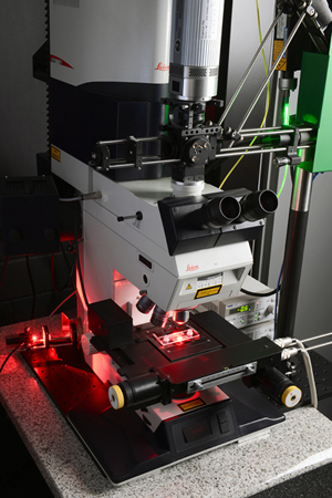 Double vision: Fraunhofer' IPT's new cell investigation microscope.