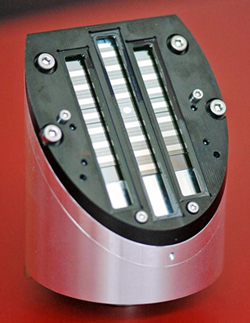 Optical scan head with integrated MEMS mirror array.