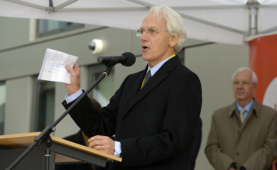 Bienvenue! Gérard Mourou, French physicist and founder of ELI Beamlines.