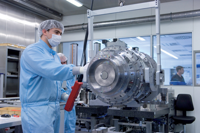 Industry heavyweight: Assembly and alignment of a lithography optics system at Zeiss.