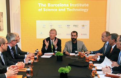Professor Rolf Tarrach addresses the BIST top team.
