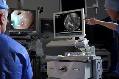 Surgeons using Cellvizio