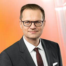 Dr Stefan Traeger.
