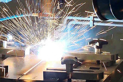 High-strength steels can be joined without cracks using LZH's laser-GMA welding process.