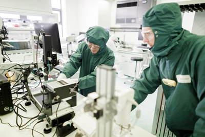 Oxford PV's perovskite cell development