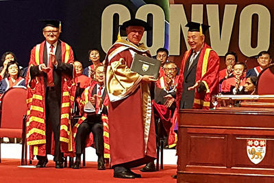 Professor Sir David Payne receives his Honorary Degree.