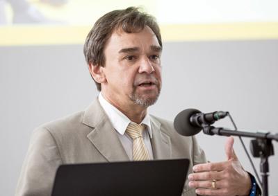 Dr Horst Heinol-Heikknen.
