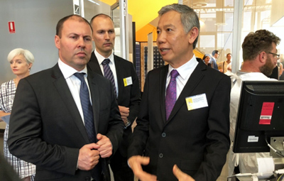 Josh Frydenberg, Minister for Energy, with UNSW Prof Chee Mun Chong.
