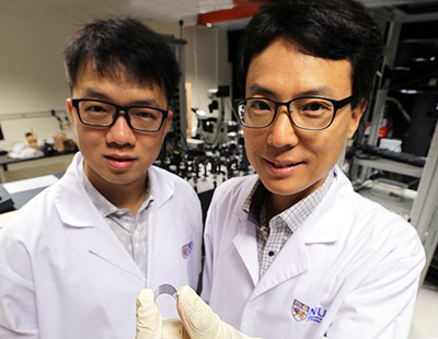 Terahertz twosome: Associate Prof Yang Hyunsoo (R) and Dr Wu Yang from the NUS.