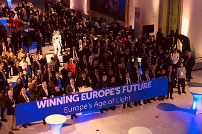 Giant selfie: the Photonics21 crowd in Brussels