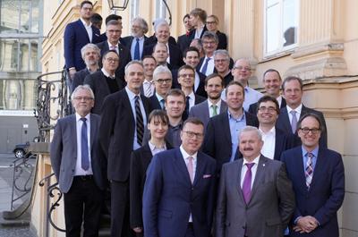 The QUILT team with Fraunhofer President Prof. Reimund Neugebauer (front).